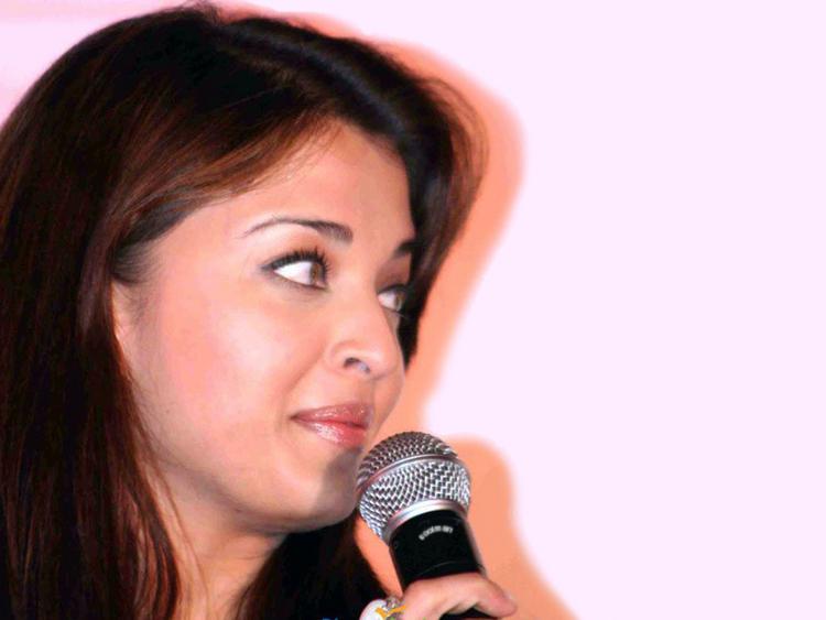 Aishwarya Rai Cute Close Up Pic