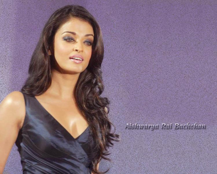 Aishwarya Rai Sexy Look Wallpaper
