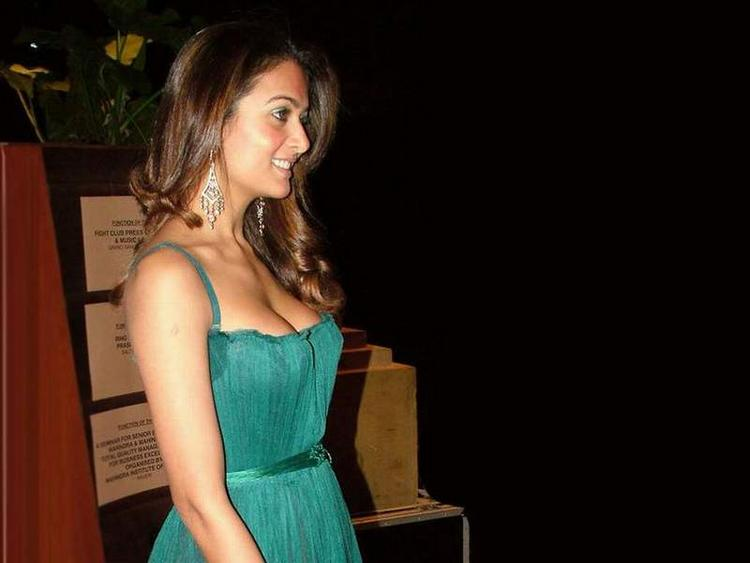 Amrita Arora Glamour Photo In Green Dress