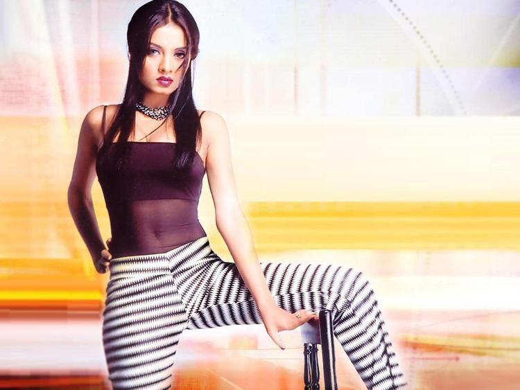 Celina Jaitley Hot Nael Show Wallpaper