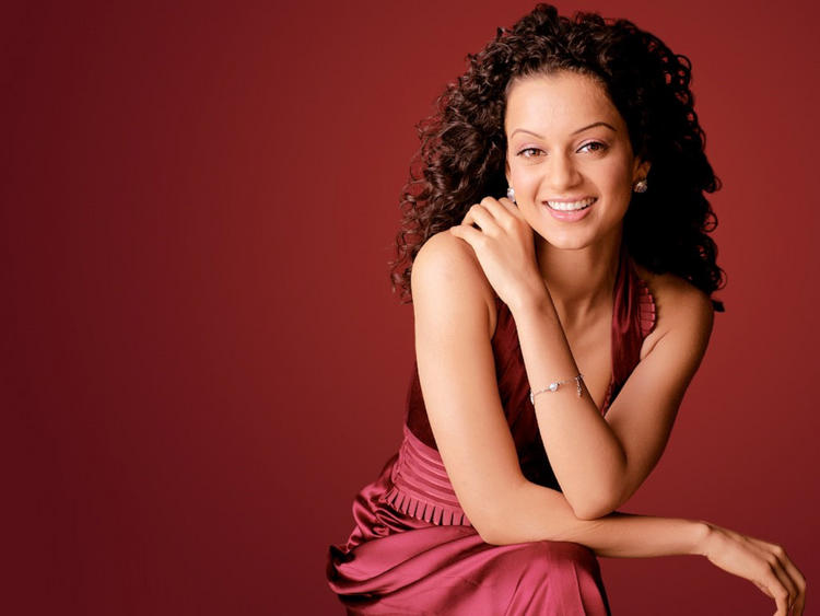 Kangana Ranaut Cute Smile Wallpaper