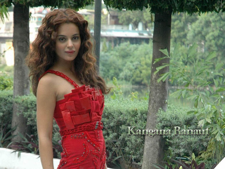 Kangana Ranaut Smiling Face Wallpaper