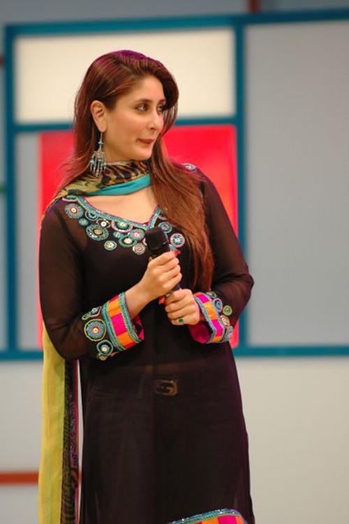 Kareena Kapoor Cute Look On Stage