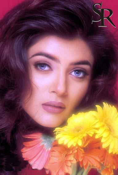 Sushmita Sen Beautiful Face Look Wallpaper
