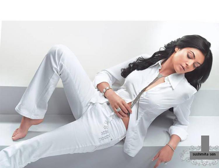 Sushmita Sen Nice Looking In Levis Diva Jeans