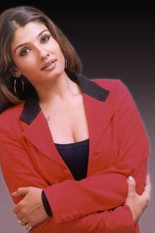 Raveena Tandon Cool And Hot Wallpaper