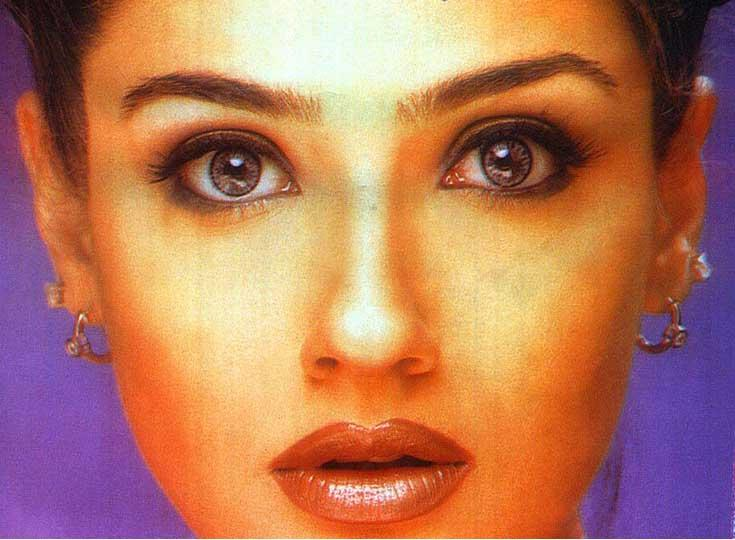 Raveena Tandon Hot Eyes Wallpaper