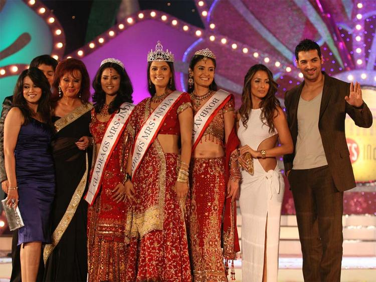 Mahima Chaudhary with Malaika Arora and John Abraham