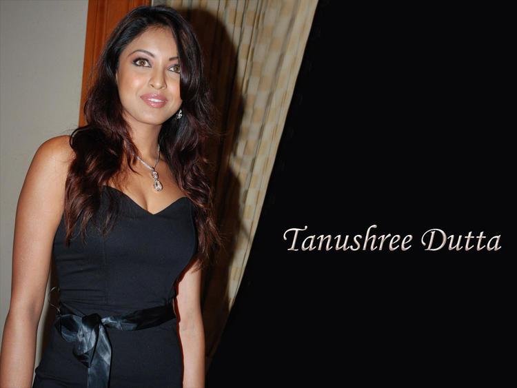 Beauty Tanushree Dutta Black Dress Wallpaper