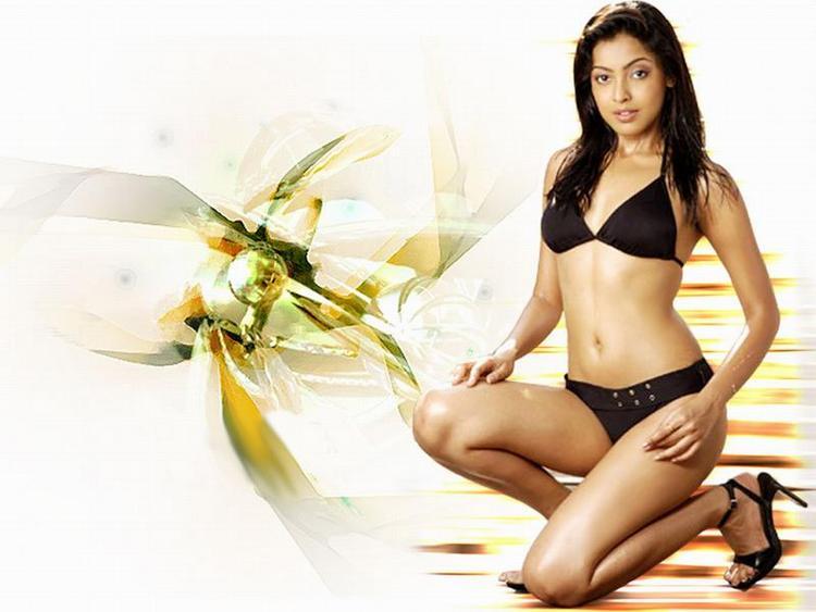 Sexy Tanushree Dutta Two Piece Dress Wallpaper