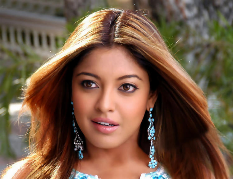 Tanushree Dutta Beautiful Silky Hair Wallpaper