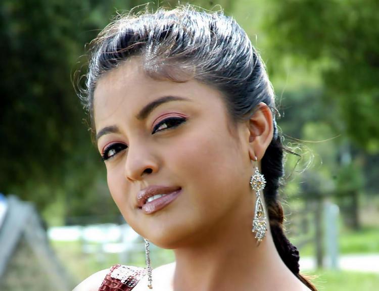 Tanushree Dutta Cool Looking Wallpaper