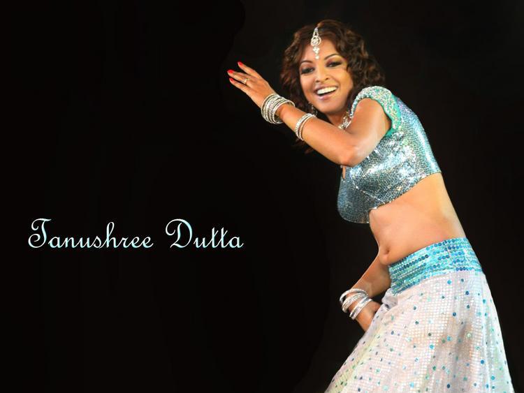 Tanushree Dutta Dancing Pose Wallpaper