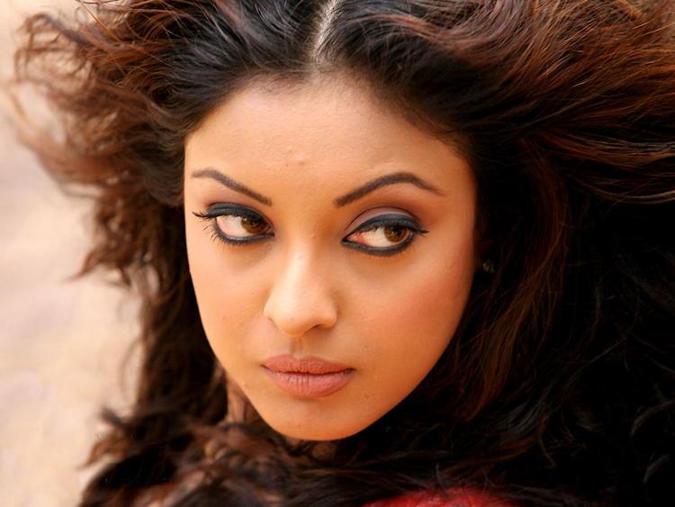 Tanushree Dutta Hot Eyes Wallpaper