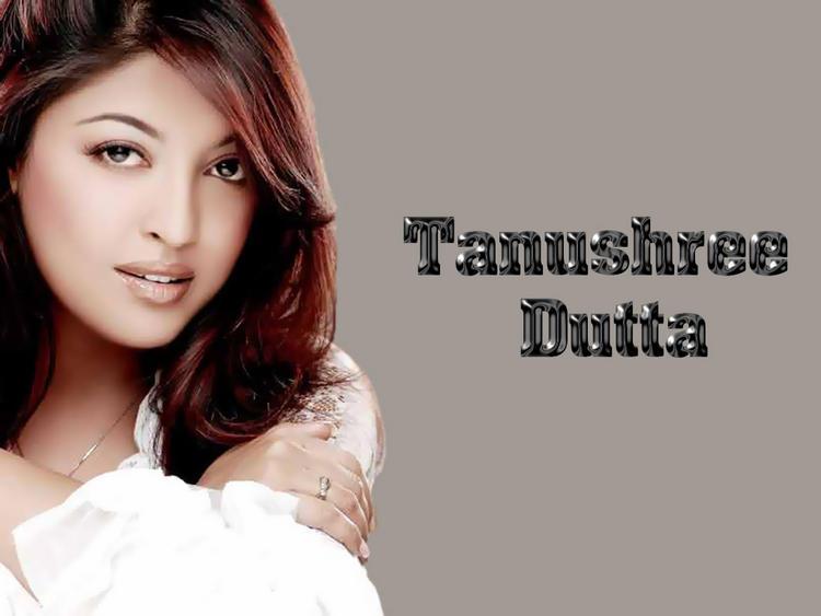 Tanushree Dutta Hot Look Wallpaper
