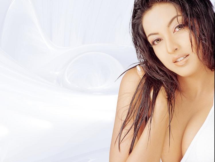 Tanushree Dutta Open Boob Wallpaper