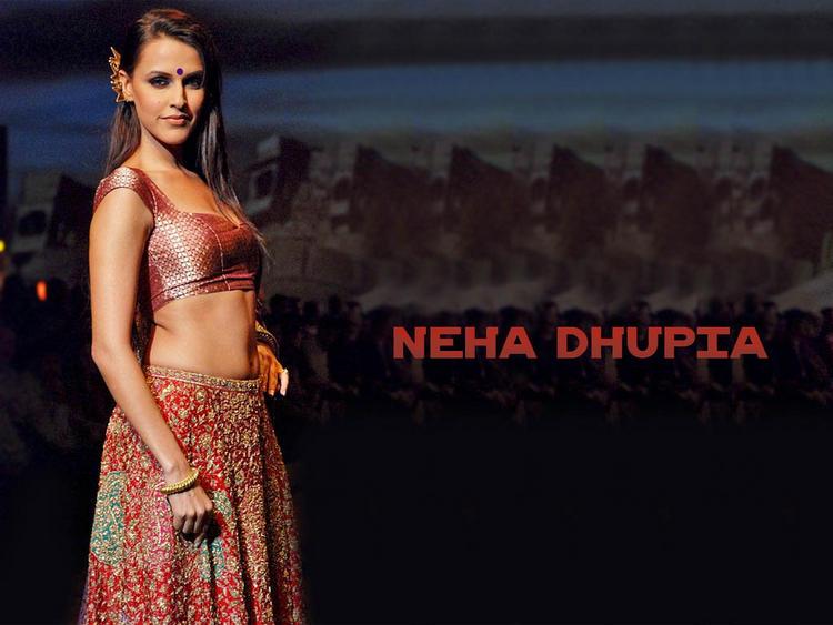 Neha Dhupia Hot Navel Show Glamour Wallpaper