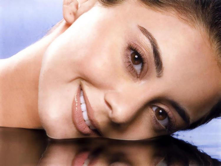 Minissha Lamba Beautiful Eyes Look Wallpaper
