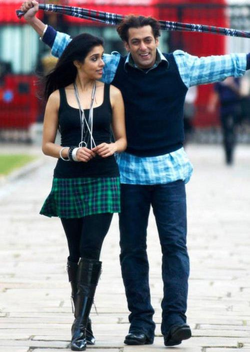 Salman Khan and Asin In London Dreams
