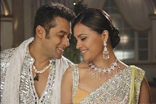 Salman Khan and Lara Romance Still In Partner