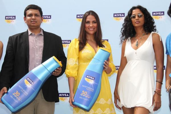 Lara Dutta Launches The NIVEA Sun