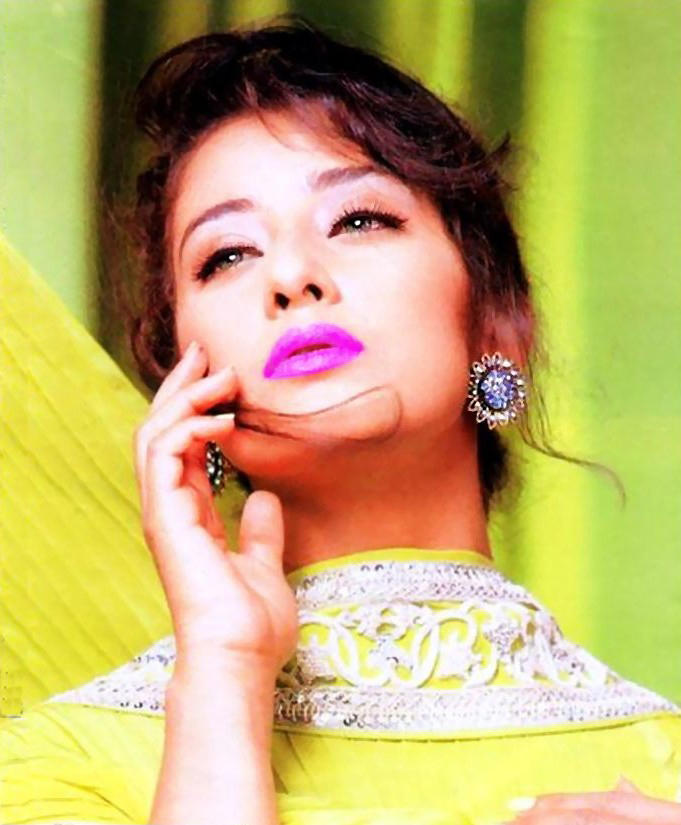 Manisha Koirala Dazzling Face Look Wallpaper