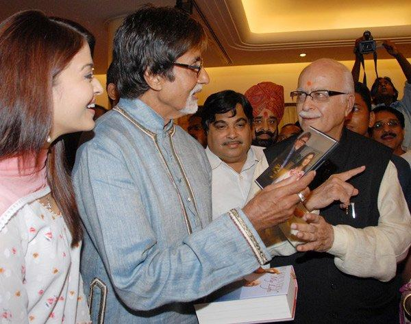 Aishwarya With Father In Law Amitabh