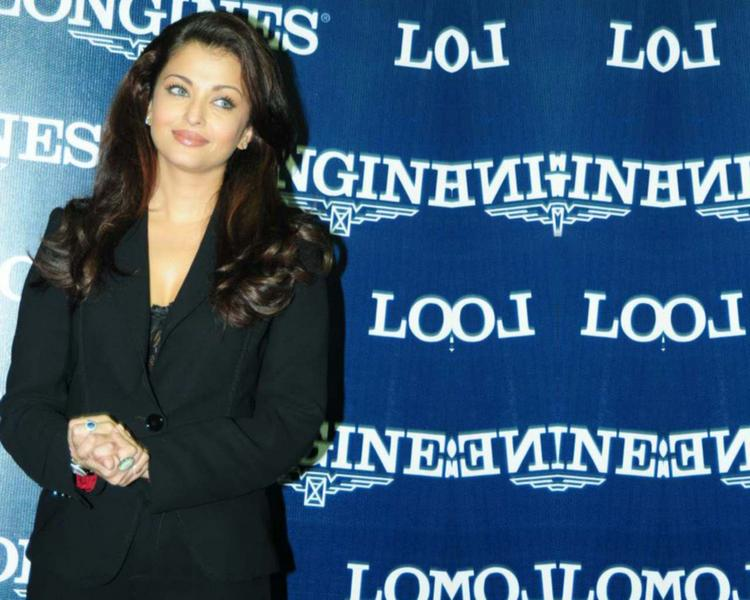 Aishwarya Rai Gorgeous Photo With Blazer