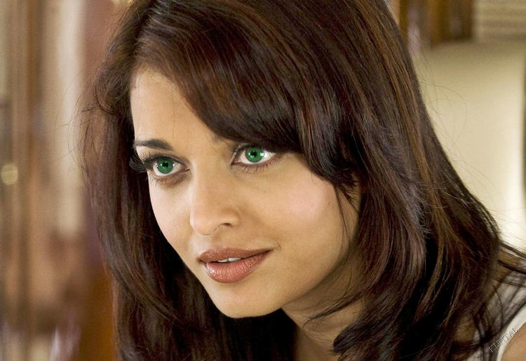 Aishwarya Rai Green Eyes Look Still