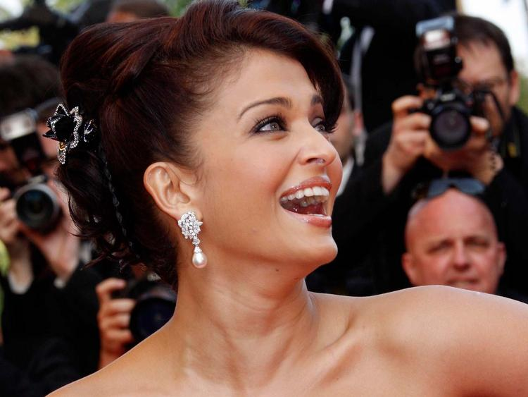 Aishwarya Rai Open Smile Public Photo
