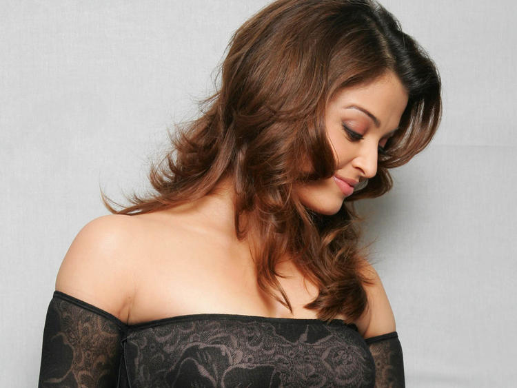 Aishwarya Rai Romancing Look Photo Shoot