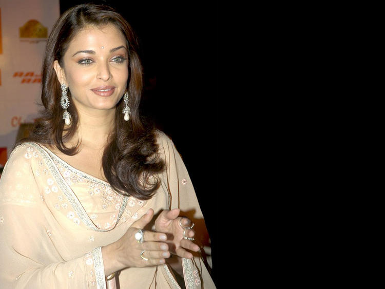 Gorgeous Beauty Aishwarya Rai Nice Still
