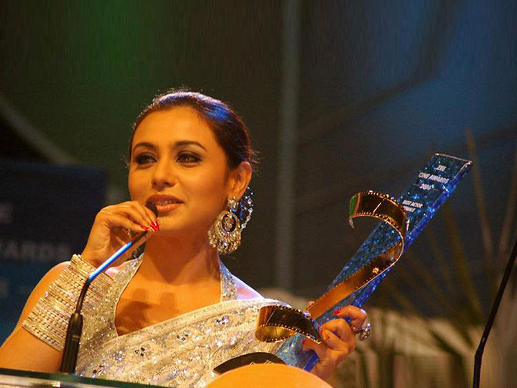 Rani Mukherjee Beauty Still With Award