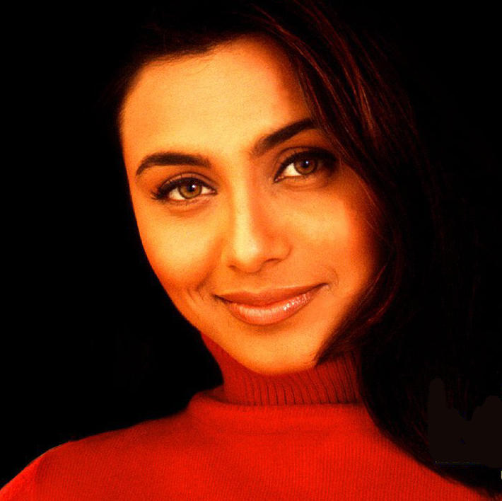 Rani Mukherjee Glazing Eyes Look Wallpaper