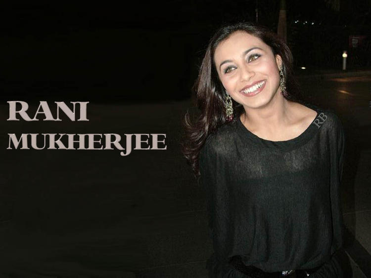 Rani Mukherjee Gorgeous Smiling Face Wallpaper