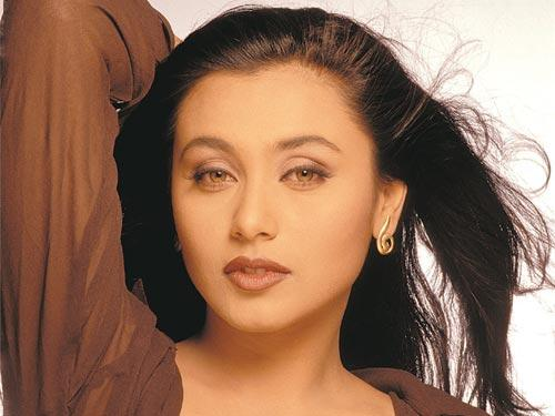 Rani Mukherjee Romantic Face Look Wallpaper