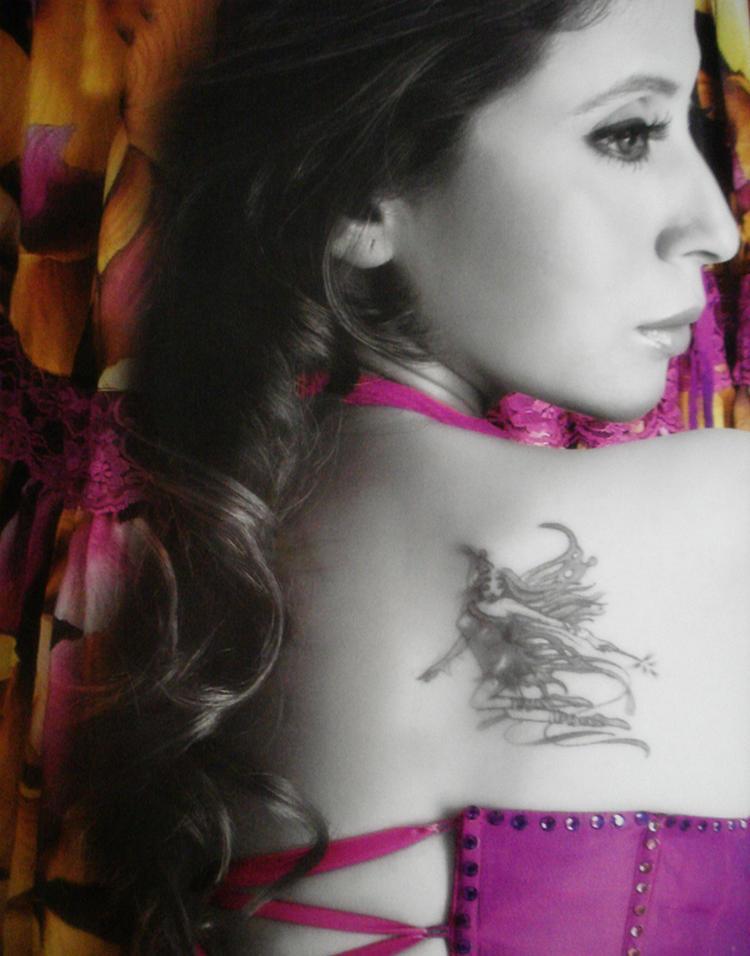 Urmila Matondkar Nice Tatto Show Wallpaper