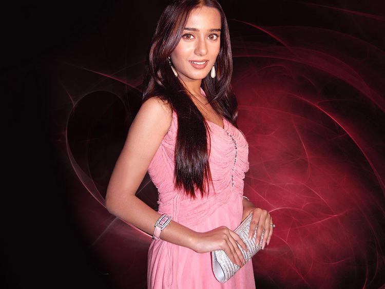 Amrita Rao Bold Wallpaper In Pink Dress
