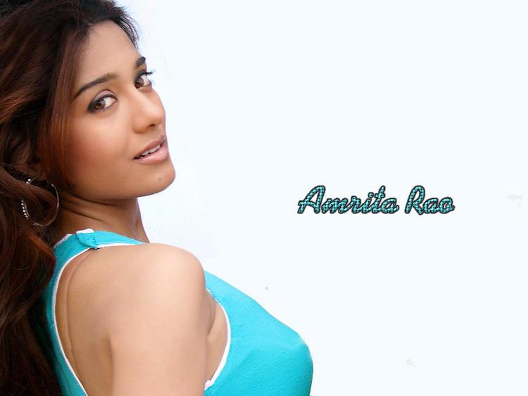 Amrita Rao Sexy and Romantic Look Wallpaper