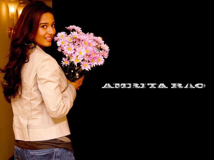 Amrita Rao Sweet Look Wallpaper With Bouquet
