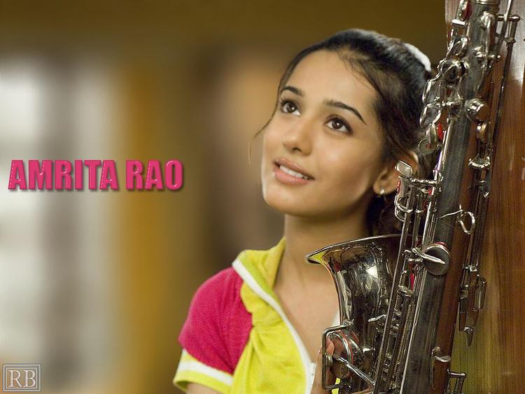 Amrita Rao Sweet Romantic Look Wallpaper