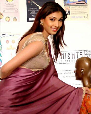 Yukta Mookhey Sexy Pose In Saree