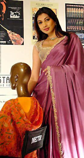 Yukta Mookhey Sizzling Hot Sexy Look In Saree