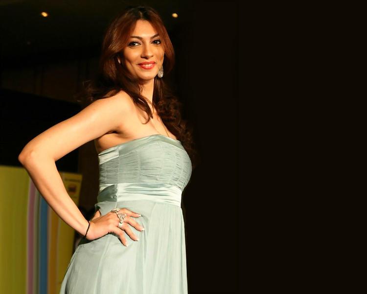 Yukta Mookhey Sleeveless Dress Gorgeous Pic