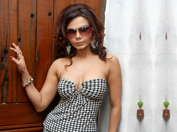 Rakhi Sawant Wearing Sunglass Wallpaper