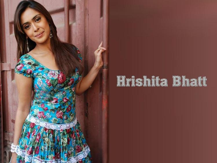 Hrishita Bhatt Cute Dress Wallpaper