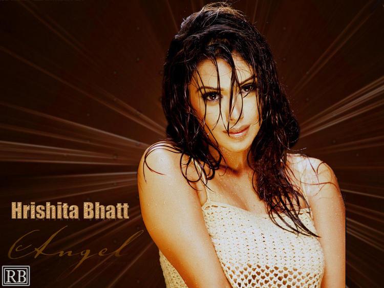 Hrishita Bhatt Latest Sexy Romantic Look Wallpaper