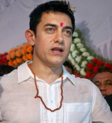 Aamir Khan Attends Varanasi Autorickshaw Drivers Family Wedding