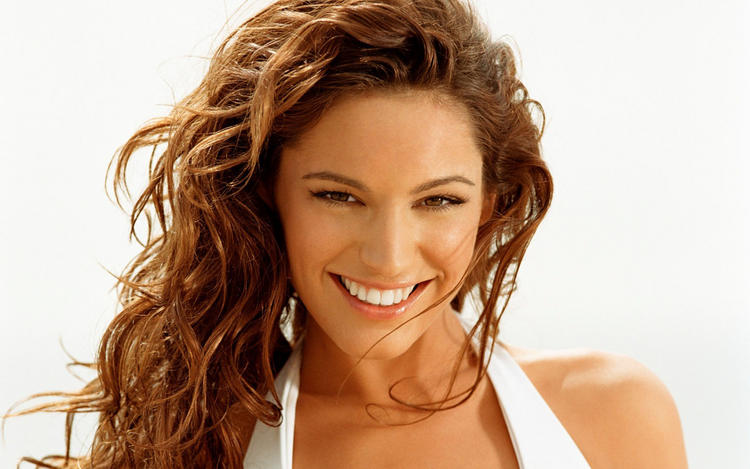 Kelly Brook Smiling Face Still With Curly Hair