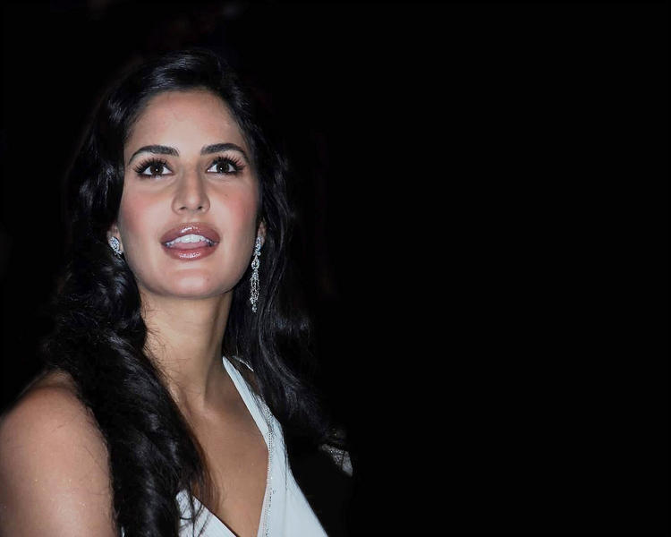 Katrina Kaif Cute Face Look Wallpaper